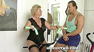 Horny granny floozy shamelessly takes gym traine...