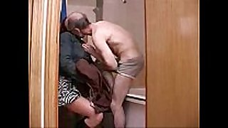 Old mature chap family sex with youthful daughter in b...