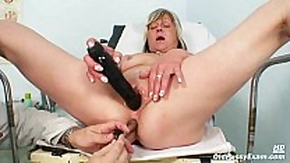 Nada visits her gyno doctor for mature love tunnel sp...